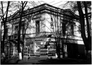 Casa Serfioti Galați, anii 90, sediul PD, suport de afișe electorale